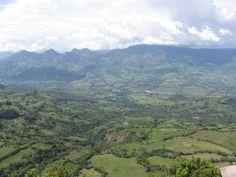 El Río Cauca y su valle visto desde Jericó (Antioquia).