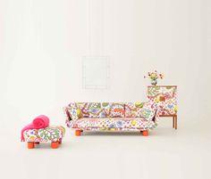 """Das neue """"Fanma 2020""""-Sofa im Design von TAF für Svenskt Tenn – bezogen mit dem farbenfrohen Brazil-Stoff. © Svenskt Tenn Stockholm, Good News, Accent Chairs, Sofa, Design, Furniture, Home Decor, Upholstered Chairs, Settee"""