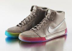 Além de ter feito campanha em favor do casamento igualitário no estado de Washington junto com a Amazon e a Starbucks, a Nike lançou uma linha de calçados focada no público LGBT, trazendo as cores do arco-íris.