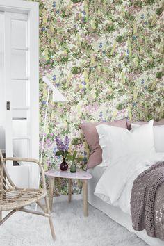 Scandinavian Designers 2733 Vlies-Tapete Gartenblumen Kleeblüten Arne Jacobsen Bunt auf Altweiß