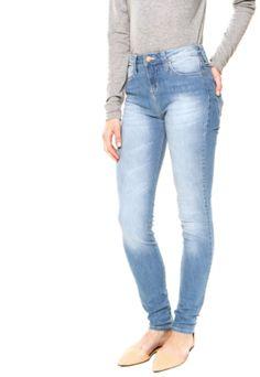 Calça Jeans Sommer Skinny Diane Azul, com lavagem estonada, cinco bolsos, tag da marca, cinco passantes no cós e fechamento por botão e zíper. Possui modelagem skinny.Confeccionada em jeans 98% Algodão 2% Elastano.Medidas: Cintura: 66cm/Quadril: 78cm/Gancho: 26cm/Comprimento: 105cm/Tamanho: 36.Medidas da Modelo: Altura: 1,76m/ Busto: 78cm/ Cintura: 59cm/ Quadril: 87cm.
