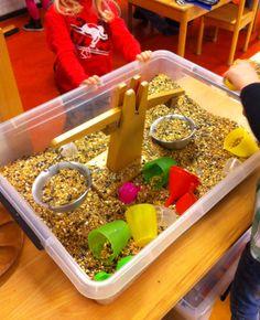 Afpassend meten en even zwaar maken @mijnhartje Fall Preschool Activities, Sand And Water, Projects For Kids, Farm Animals, Teaching, Penguins, School, Games, Spring