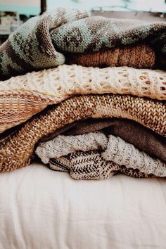 ♡brown aesthetic♡//sweaters// ♡brown aesthetic♡//sweaters// Always wanted to be able to knit, but unclear how to start? That Definite Beginner Knittin. Fall Inspiration, Brown Aesthetic, Cozy Aesthetic, Aesthetic Outfit, Character Aesthetic, Quote Aesthetic, Sweater Weather, At Least, Seasons