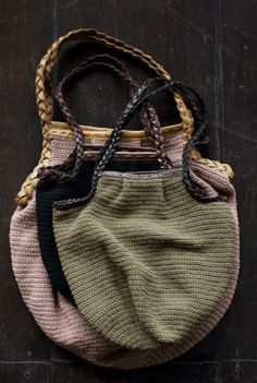 Cute crochet bags with handles. No pattern.