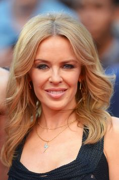 Kylie Minogue Retro Hairstyle - Kylie Minogue attended the 'San Andreas' UK premiere wearing a retro-chic wavy 'do.