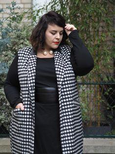 Le blog mode de Stéphanie Zwicky » Blog Archive » NAVABI – STYLE COUNCIL #2 #lookfemme #streetstyle Over 50 Womens Fashion, Curvy Women Fashion, Big Fashion, Plus Size Fashion, Plus Size Inspiration, Inspiration Mode, Curvy Outfits, Plus Size Outfits, White Jeans Summer