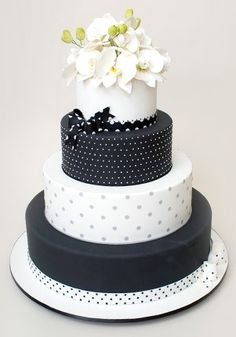 Chic has never looked as sweet as this black and white Ron Ben-Israel wedding cake.