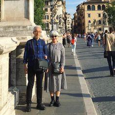 2016年6月イタリア旅行ローマにて。バッグは常に前に #couple #over60 #fashion #coordinate #outfit #ootd #instafashion #instaoutfit #instagramjapan #whitehair #silverhair #greyhair #夫婦 #60代 #ファッション #コーディネート #グレイヘア #白髪 #共白髪