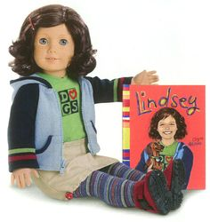 Lindsey Bergman 2001 Girl of the year - first introduction for Girl of the Year. Face mold is classic with light skin. Hair: Brown-auburn, short, curly with BLUE eyes