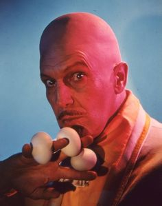 Vincent Price as Egghead from Batman TV Series. Batman Pictures, Photoshoot Concept, Vincent Price, Famous Men, Hollywood Walk Of Fame, Horror Films, Classic Tv, American Actors, Writing A Book