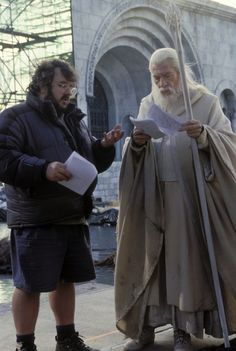 Lord of the Rings: The Return of the King - Peter Jackson and Gandalf (Ian McKellen) Famous Movies, Cult Movies, Iconic Movies, Popular Movies, Gandalf, Legolas, Thranduil, Django Unchained, The Hobbit Movies