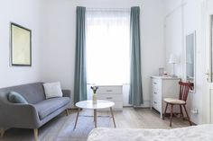Cozy bright studio apartment with a spacious but quiet green courtyard, lively interiors and excellent transport infrastructure. Flats For Sale, Studio Apartment, Budapest, Floor Chair, Property For Sale, Cozy, Interior, Furniture, Design