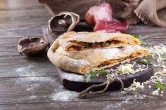 Pizza Calzone  Robot de Cozinha nº 86 Março 2015 Disponivel online www.magzter.com Visite-nos em www.teleculinaria.pt