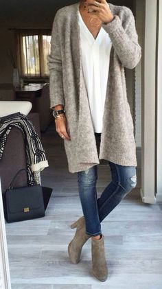 Casual jean look with long oversized cardigan in grey – Lässiger Jeans-Look mit langer Oversize-Strickjacke in Grau – # Looks Chic, Looks Style, My Style, Trendy Style, Simple Style, Look Fashion, Trendy Fashion, Womens Fashion, Fashion Trends