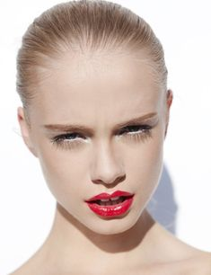 Simple red lip