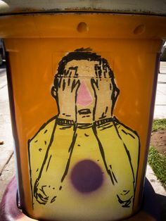 Trash Can Art | Full post: http://caracasshots.blogspot.com/2013/11/trash-can-art-2.html #Caracas #StreetArt
