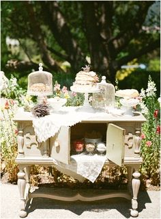 French dessert table | Image by Raquel Leal | Read more http://www.frenchweddingstyle.com/vintage-chic-french-wedding-inspiration/