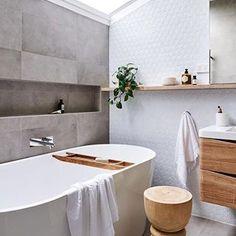 A gorgeous bathroom by @dsinteriordesign Good night all ✨ . #bathroom #bathroomdecor #bathroominspo #nordichome #nordicinspiration