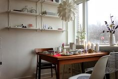Ikea Ekby shelves -- when strung in sets like this, maybe for the wall where the Metro shelves currently are. Ikea Ekby, Living Place, Living Room Shelves, Ikea Hack, Scandinavian Style, Shelving, Sweet Home, Table, House