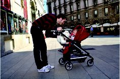 The Switch Four Completo is the modular reversible stroller that allows baby to face you or the world ahead.