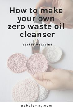How to make your own oil cleanser at home Embrace zero waste skincare and make your own face cleansers. Everything you need to know to get started on the link! Homemade Scrub, Homemade Facials, Homemade Moisturizer, Homemade Face Cleanser, Natural Face Cleanser, Homemade Products, Diy Skin Care, Skin Care Tips, Diy Peeling