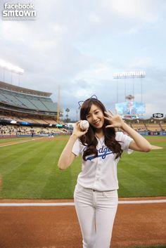 http://okpopgirls.rebzombie.com/wp-content/uploads/2013/05/SNSD-Tiffany-Dodgers-Stadium-14.jpg