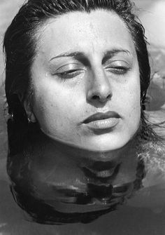 Anna Magnani photographed by Federico Patellani (1943).