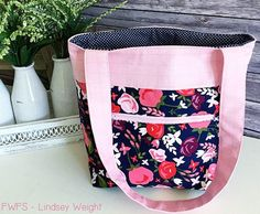 Posy Pocket Tote Tutorial | This pretty DIY tote bag is great for spring and summer!