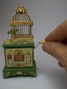 Aventura em Miniatura: O desafio – Gaiola – Rose is creative inspiration for us. Get more photo about diy home decor related with by looking at photos gallery at the bottom of this page. Retro Vintage, Vintage Toys, Vintage Music, Antique Music Box, Pretty Box, Bird Cages, Objet D'art, Antique Toys, Miniature Dolls