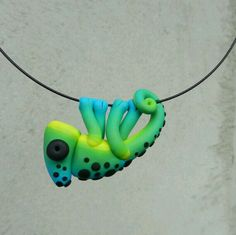 **Original hand-made chameleon shaped pendant made of FIMO (polymer clay)** **Unique pendant for uniqiue women who are not affraid to look Polymer Clay Kunst, Polymer Clay Animals, Fimo Clay, Polymer Clay Projects, Polymer Clay Charms, Polymer Clay Creations, Polymer Clay Jewelry, Clay Crafts, Crea Fimo
