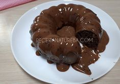 Uma ótima pedida para sua sobremesa de domingo ou até mesmo para o café da tarde, um bolo com baixo carboidrato, sem glúten e muito saboroso para não estragar a dieta.Deixe sua alimentação ainda mais saudável e nutritiva! Receita de Bolo de Chocolate Low Carb Stevia, Bolos Light, Chocolate Low Carb, Bolos Low Carb, Coco, Pancakes, Cooking, Breakfast, Cupcake