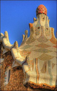 Name Park Güell /Parc Güell City Barcelona Country Spain Architect Antoni Gaudi Characteristic Park The mass. Interesting Buildings, Amazing Buildings, Amazing Architecture, Art And Architecture, Architecture Details, Modern Buildings, Madrid, Antonio Gaudi, Art Nouveau
