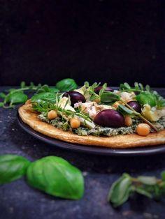 chickpea pizza with herb pesto. vegan, gluten free. from viedelavegan.com