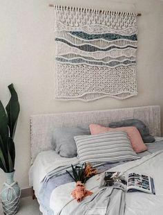 Style Tips: Beach/Coastal – Kaye McNally – weberei Macrame Design, Macrame Art, Macrame Projects, Macrame Wall Hanging Patterns, Diy Interior, Interior Design, Home Textile, Decoration, Weaving