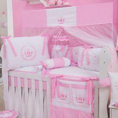 bdcee5289e O Kit Berço Realeza Rosa no quarto de bebê rosa é puro encanto! A decoração