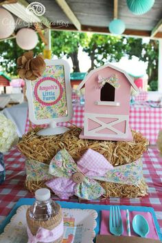 This Farm Girl Birthday Party is so charming. Every detail is rustic and delicate at the same time, and the dessert table is full of farm animal cuteness! Party Animals, Farm Animal Party, Farm Animal Birthday, Barnyard Party, Farm Birthday, Farm Party, 2nd Birthday Parties, Kids Animals, Birthday Ideas