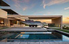 El estudio de arquitectos SAOTA junto con Parkington han diseñado una nueva casa moderna en Bantry Bay, Ciudad del Cabo, Sudáfrica.