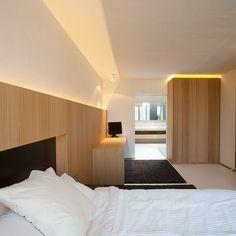 casa-egide-meertens light not diffused, bad example Hotel Room Design, Bedroom Bed Design, Master Bedroom Minimalist, Ideas Dormitorios, Rooftop Design, Luxury Modern Homes, Floral Bedroom, Best Home Interior Design, Condo Decorating