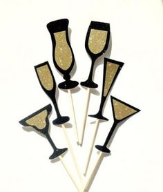 Black and Gold Champagne,Wine,Martini and Cocktail Glass Photo Booth… Diy Photo Booth Props, Wedding Photo Booth, Wedding Photos, Nye Party, Gold Party, Champagne Party, Gold Champagne, Great Gatsby Theme, Glitter Cards