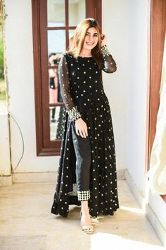 Beautiful Pakistani Dresses, Pakistani Dresses Casual, Indian Gowns Dresses, Indian Fashion Dresses, Dress Indian Style, Pakistani Dress Design, Indian Designer Outfits, Casual Dresses, Party Wear Indian Dresses