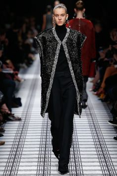 Balenciaga Fall 2015 RTW Runway – Vogue