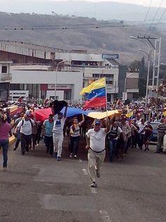 Cruzada andina llega a San Cristóbal #Táchira #9A 3:50pm pic.twitter.com/b3OAtv1Pmv (vía @tachirahabla)