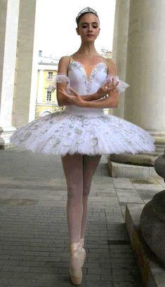Ballerina and Tutu Goals Tutu Ballet, Ballet Art, Ballet Dancers, Dance Photos, Dance Pictures, Ballet Pictures, Ballet Russe, La Bayadere, Ballet Images