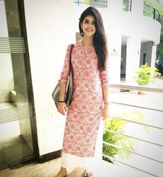 27 Pictures Of Gorgeous Sanjana Sanghi Who Is Sure To Be The Next Big Bollywood Crush Simple Kurta Designs, Kurti Neck Designs, Kurta Designs Women, Kurti Designs Party Wear, Stylish Dress Designs, Stylish Dresses, Casual Indian Fashion, Indian Fashion Dresses, Indian Designer Outfits
