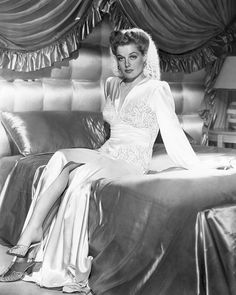 I want this bed!!! So flipping amazing! Oh, and Ann Sheridan is pretty amazing, too. ;)