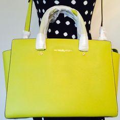 Micael kors Selma large Michael Kors Selma handbag. Color Apple green Michael Kors Bags Shoulder Bags