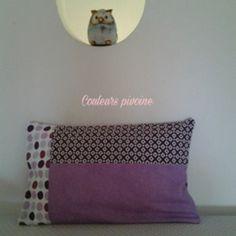 """Le coussin rectangulaire, sa housse, série """"les jolies violettes """", tissu uni parme et imprimés violet fleurs, pois"""