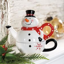 Christmas snowman tea for one teaset (stacking teapot & cup) Christmas China, Christmas Dishes, Christmas Tablescapes, Christmas Kitchen, Christmas Snowman, Christmas Decorations, Tea For One, My Tea, Tea Cup Saucer