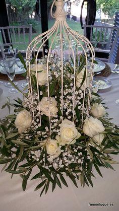 Decoración floral de las mesas de banquete de boda en Hacienda El Cordobés #CórdobaEsp #Bodas #RamónLuque | ramonluque.es