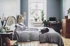 Vintage bedroom in the home of Elin Jensdotter/Bodil Vintage. Picture by Emily Dahl.